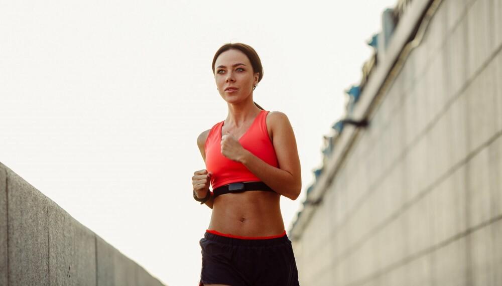 TRENE UTE I SOMMERVARME: Å trene ute når det er veldig varmt kan by på noen utfordringer, men det er mye du kan gjøre og tenke over både før, under og etter trening.