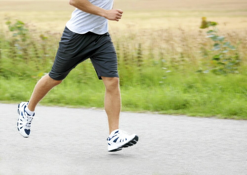 JOGGING: Det er ikke skadelig å jogge. Føler du ubehag bør du prøve å skifte sko eller underlag.