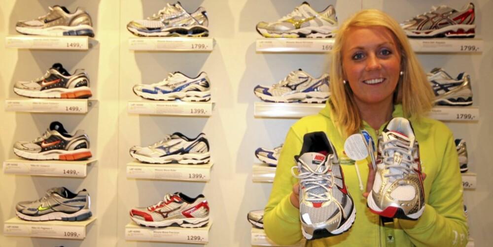 KJØPER FEIL: - Når folk kjøper sko etter prisen og ikke etter hvilken sko som er riktig til føttene deres, kan de ende opp med helt feil sko, sier skoansvarlig hos G-Sport i Nydalen, Helena Henriksen.