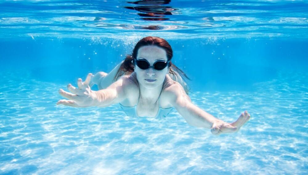BADETUR MED MAT: Det er først hvis du legger ut på langtur at det blir farlig å svømme rett etter måltidet.