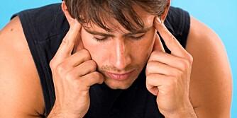 SMERTER: Hard trening over tid kan gi større risiko for migrene.