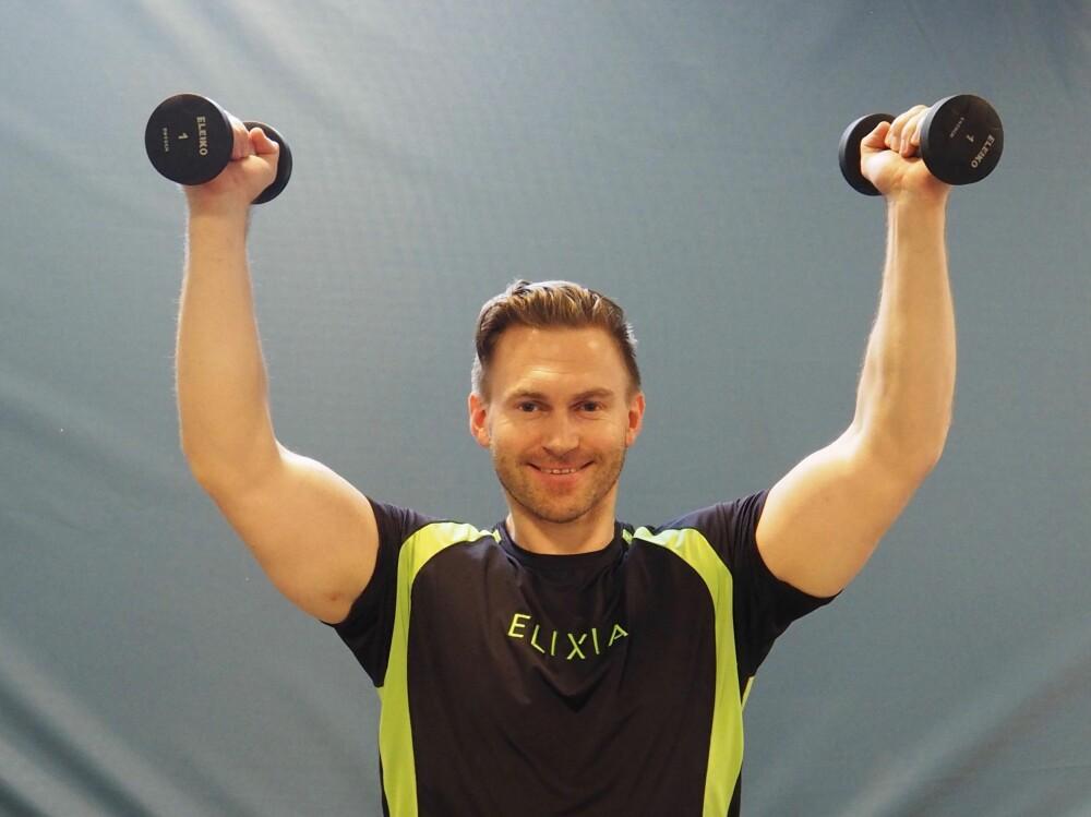 SKULDERPRESS: Pust ut like før armene er strake eller når de er helt strake.