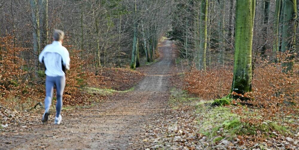- Unngå for mye løping på asfalt. Mykere underlag som grusvei eller skogssti gir betraktelig mindre støtbelastning, sier Jill Jahrmann.