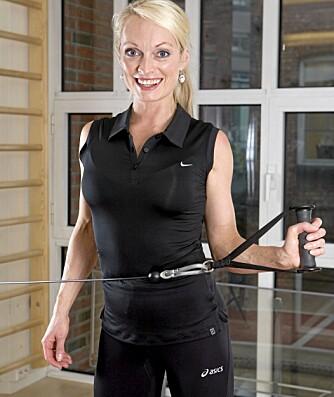 ROTASJON: Du trener rotasjonsmuskulaturen i skulderen.