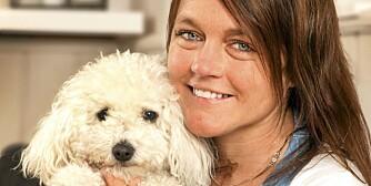 SELSKAP: Nå kan Karianne gå turer med hunden Tjorven, som hun skaffet seg mens hun satt hjemme og ventet på donor.