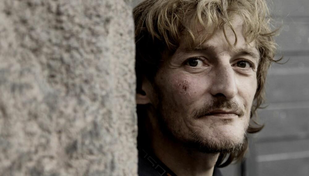 RUSMISBRUK: Tom Richard Gundersen Schau hadde en lovende fremtid, både som fotballspiller, marinejeger og trommeslager. Men da han fikk leddgikt som 18-åring, ble han avhengig av morfin som smertestillende middel. Han har fortalt sin historie til magasinet MANN.