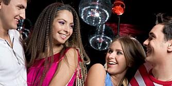 FLØRT: Sjekking i bar eller på diskotek følger bestemte ritualer, ifølge forsker.