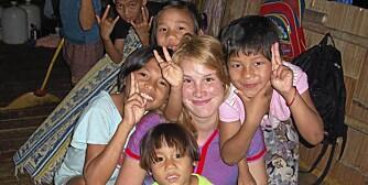 I BUSHEN: Her er Birgit Røkkum Skarstein fotografert på barnehjemmet i Thailand.