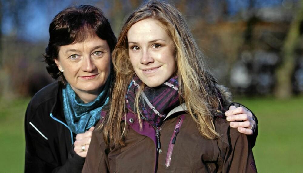 GRENSELØS: Birgitt Røkkum Skarstein ble lam etter en sykehustabbe. Hun deltar på Lars Monsens TV-serie som avsluttes på tv denne helgen. Her sammen med mamma Sigrun Røkkum.