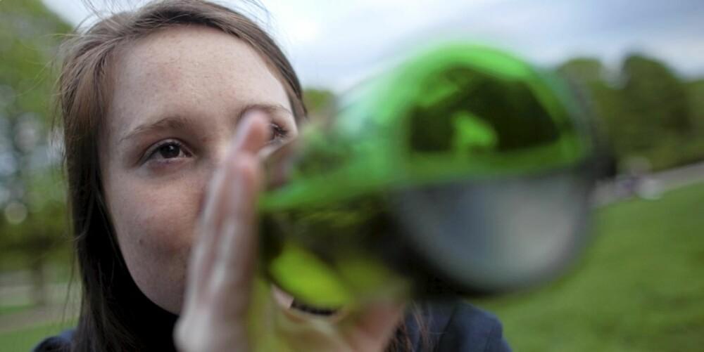 ALKOHOLVANER: Drikkemønsteret til unge kvinner nærmer seg mennenes. Det samme gjelder alkoholrelaterte problemer. - Dette har også økt fra 1998 til 2006, sier forskningsleder Astrid Skretting ved Sirus.