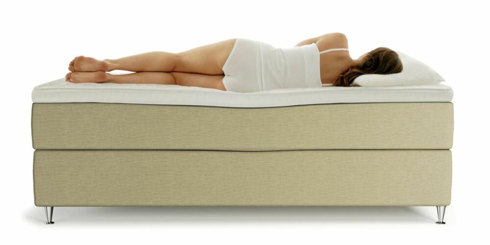 PERFEKT: Slik skal ryggen din se ut når den ligger godt. Hofter og skuldre synker passelig langt ned i madrassen, og midje og korsrygg får perfekt støtte.