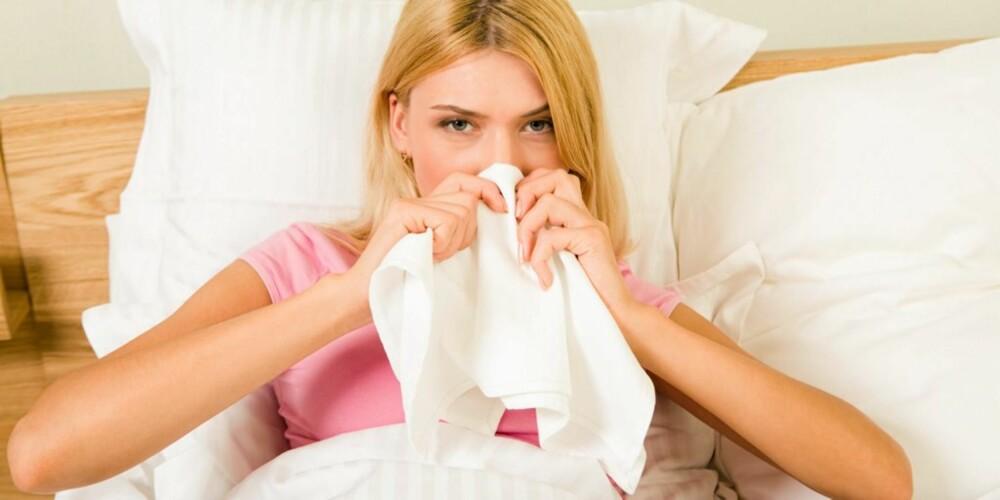 TA DET MED RO: Når man først er blitt forkjølet, lønner det seg å hvile og holde seg passe varm.