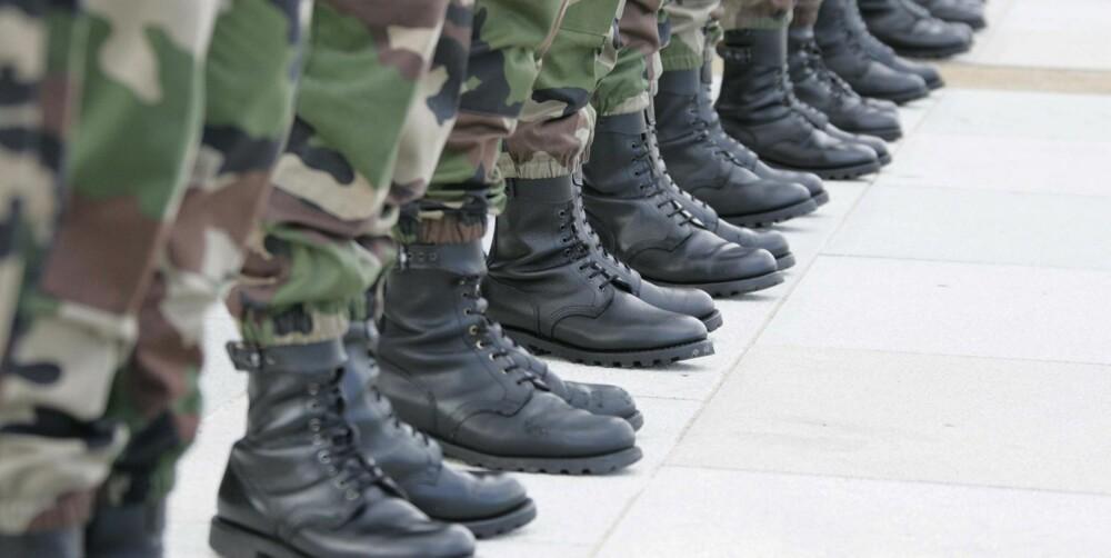 UTSATT: Unge menn i militæret er svært utsatt for å få fotsopp.