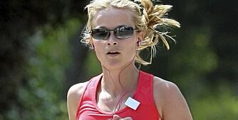 PUSSYCAT-SPORTY: Reese Witherspoon liker å ha The Pussycat Dolls på øret når hun trener.