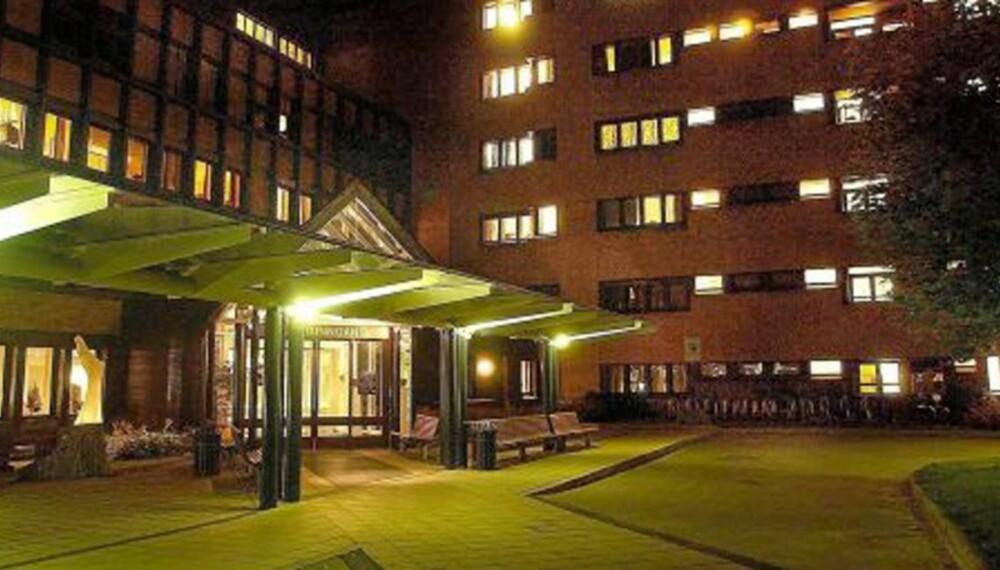 PÅ BEDRINGENS VEI:  Antibiotikabehandlingen ved Telemark Sykehus skal ha reddet de tre omgangsvennene fra Lunde.