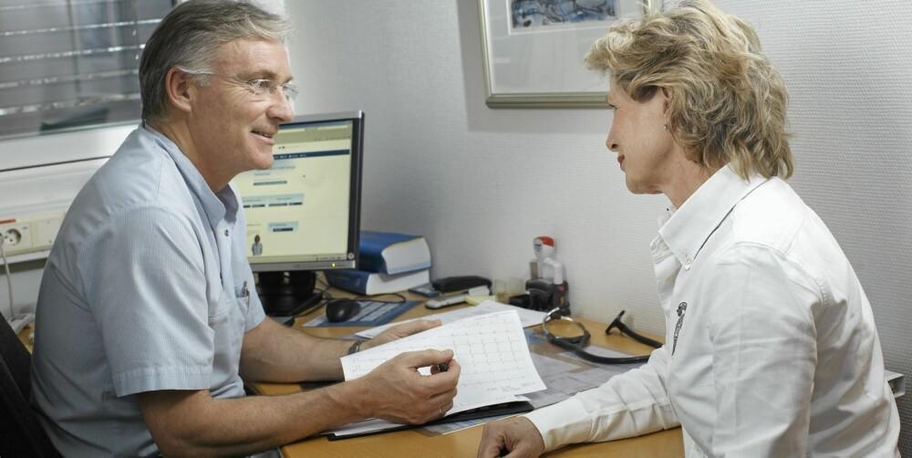 HJERTESJEKKEN: I tillegg til screening av halspulsårer består sjekken av en samtale der legen kartlegger pasientens risikofaktorer.