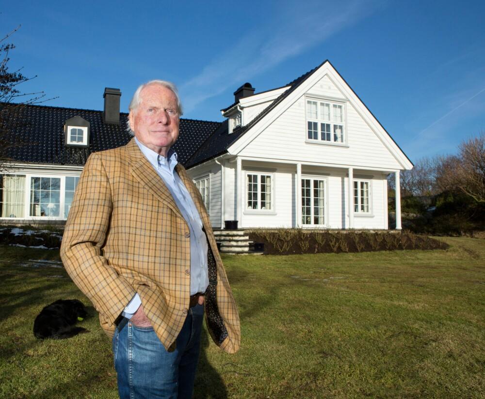 ET GODT LIV: - Her nyter jeg superpensjonisttilværelsen, sier Johan Thidemansen, her hjemme på prakteiendommen på Tjøme. FOTO: Jørn Grønlund