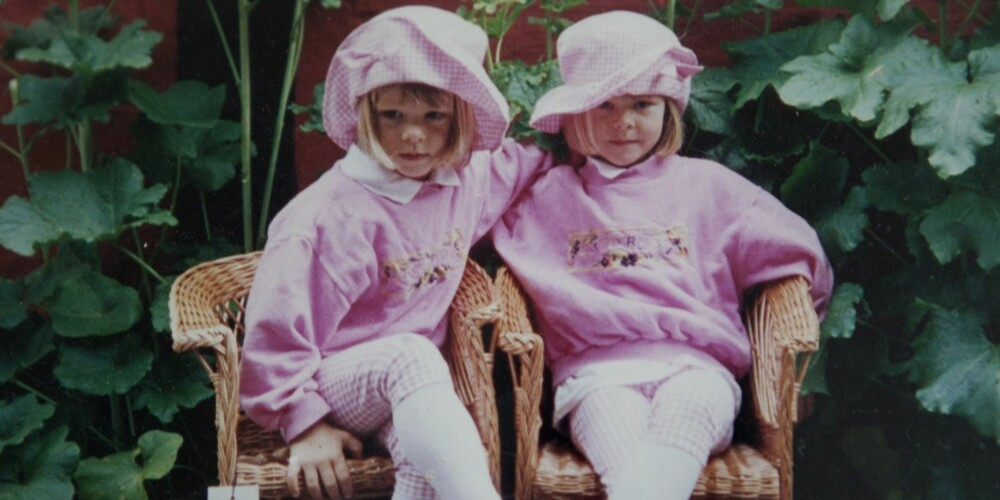 SOM TO DRÅPER VANN: - Men forskjellige av vesen, forteller mamma Anne Fi Troye om sine eneggede tvillinger, Cornelia (til høyre) og Katinka.
