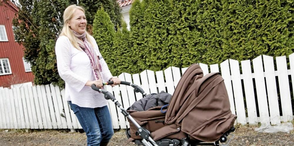 MAMMAPERMISJON: For første gang i sin mammakarriere, er Aase da Rocha arbeidstager og ikke arbeidsgiver, og kan ha vanlig mammapermisjon. Tiden nytes og brukes blant annet på trilleturer med Nicolas (4 mnd.).