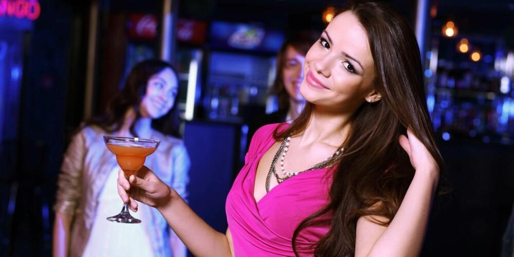 UHELDIG BLANDING: Styr unna kombinasjonen av alkohol og smertestillende.