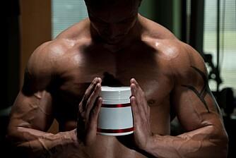 DOPING: Gutter under 16 år som vurderer å begynne med steroider ringer til Dopingtelefonen. De har misforstått og ringer for å høre hva som er det beste på markedet og hva de bør skaffe seg.
