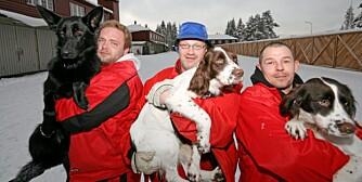 TOPP: Frank, Peter og Stein er fornøyde og stolte hundeverter.