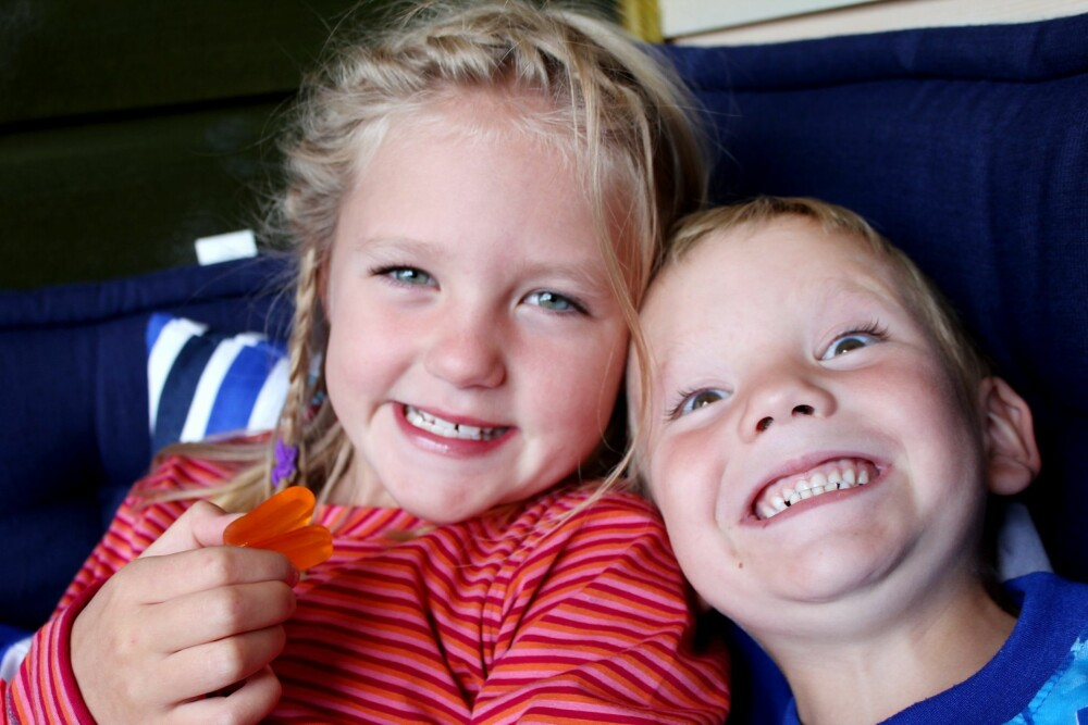 SØSKEN: Tirill var en omsorgsfull storesøster for broren Anders, og fulgte ham på bussen til skolen hver dag.