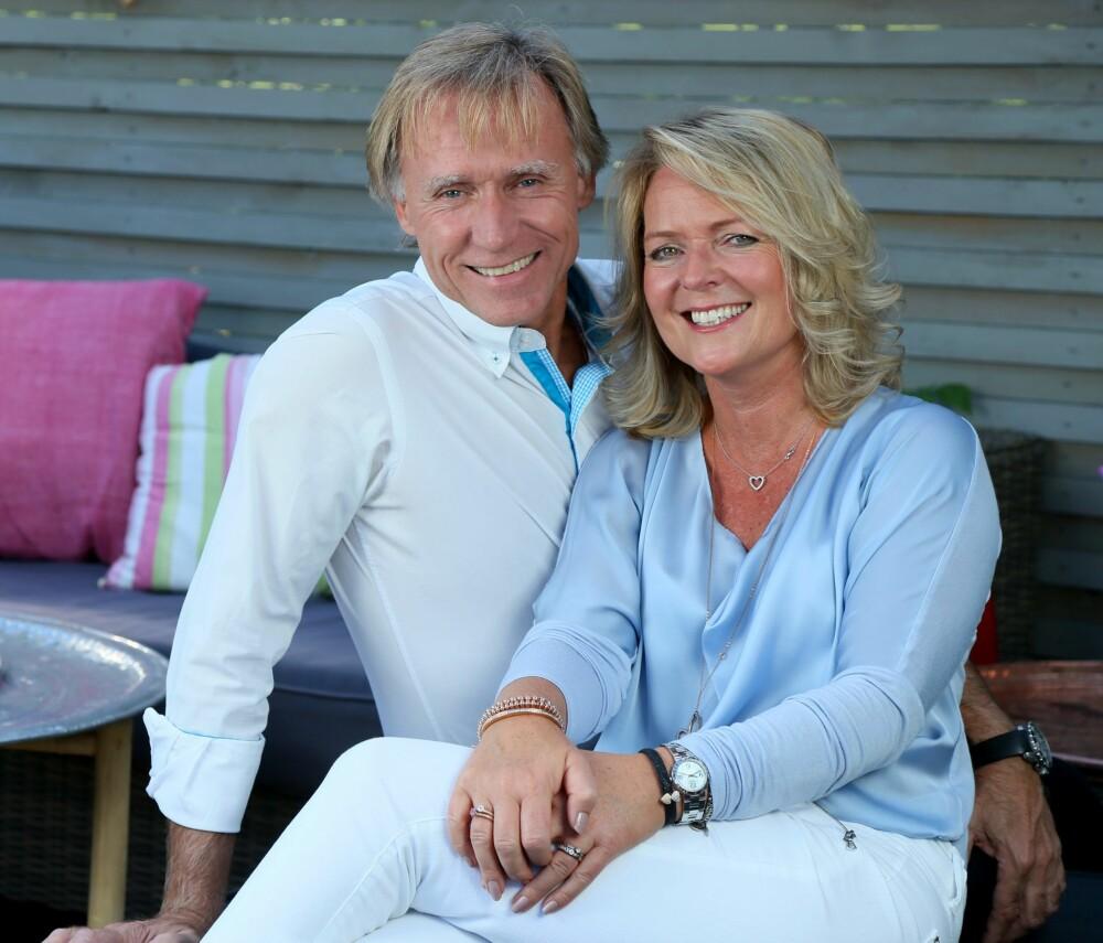 FAMILIEIDYLL: Tine føler seg som en dobbelt Lotto-vinner. Sykdommen gjorde at Tine og ektemannen Hans-Jørg fant ut at de samarbeider godt også i krisetid. Da hun følte seg sterk nok, dro de på romantisk tur til Svalbard sammen.