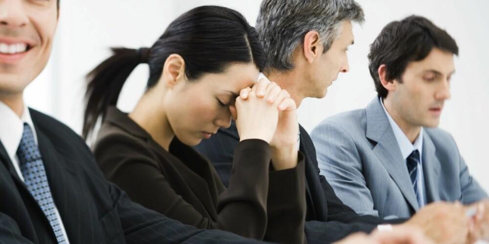 IKKE GJEM DEG: Skal du holde et innlegg på møtet? Hvis du kryper sammen og gjør deg liten før du skal frem, føler du deg ofte mindre sikker når det er din tur.