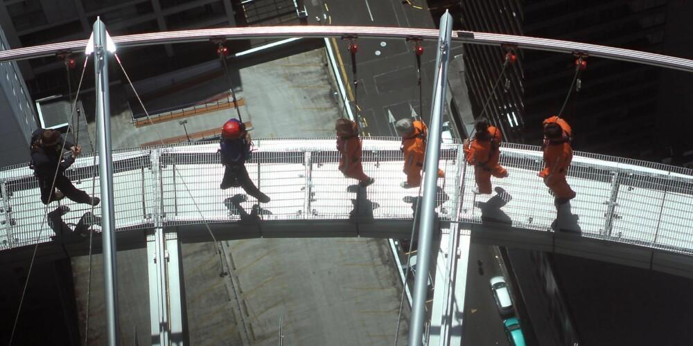 HØYDESKREKK: Skywalk i Auckland, New Zealand er først og fremst beregnet på dem som ikke har høydeskrekk - ikke dem som vil bli kurert for denne fobien. Du går 180 meter over bakken i en time, på en meter bred plattform og uten noe å holde deg i.