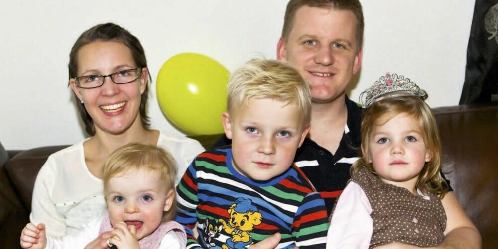 FAMILIELYKKE: Sigmund, Hanna, Mali Kristin og pappa Lars Egil er lykkelige over at mamma er frisk igjen.