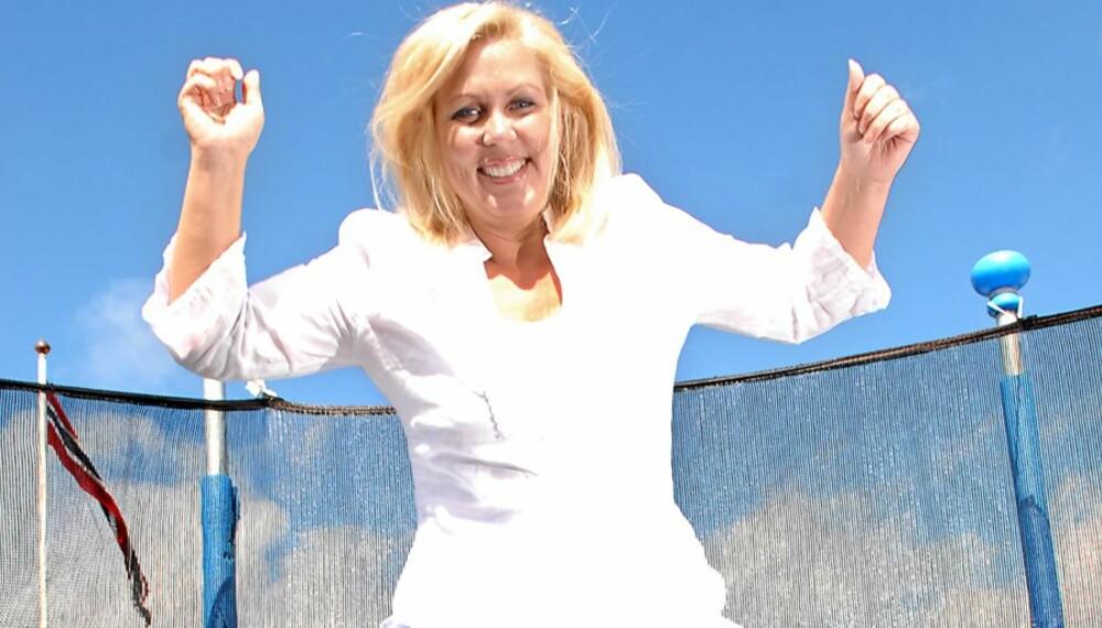 Lise Gro Flakstad fikk Parkinsons da hun var 40 år, men klarer å leve et godt liv ved å være åpen med sykdommen og holde seg aktiv.