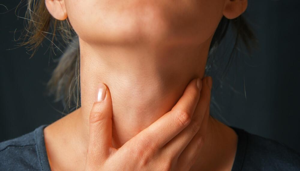 HALSBRANN: Overvekt, stramme klær og store måltider vil kunne være medvirkende til at du får halsbrann, men halsbrann kan også være et symptom på magesår. Illustrasjonsfoto: Colourbox.com.