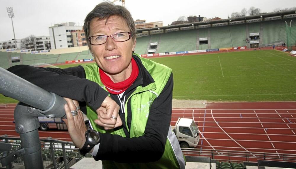 BISLETT 2010: - Et realistisk mål for de fleste mener jeg bør være å gjennomføre en 10-kilometer iløpet av sesongen, sier Ingrid Kristiansen. Klikk.no møtte henne på nye Bislett stadion.