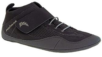 MYKE: Denne skoen fra Feelmax har en myk såle og kan krølles sammen som en sokk. Vekt: 150 gram.