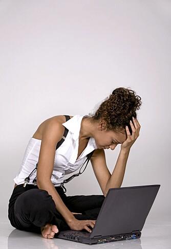 TRØTT: Mister du verdifulle timer med søvn, og bruker du tiden på jobb på Facebook? Da er det kanskje på tide å trappe ned bruken.