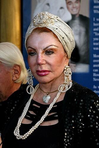 RUMPOLOG: Jacqueline Stallone, moren til Sylvester Stallone, er selvlært rumpolog og hevder at å spå i rumper er en gammel tradisjon.