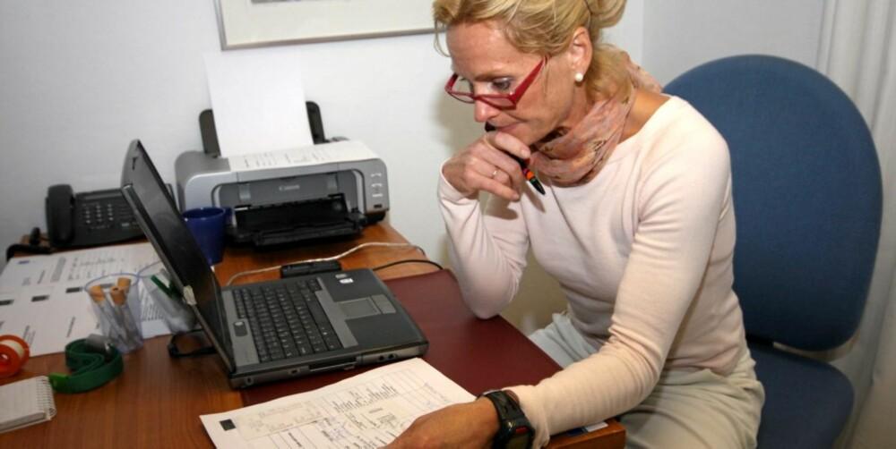 SJEKKER HELSEN: Dr.scient Hilde Grønningsæter Staubo har jobbet med stressmestring og helse på arbeidsplasser siden 80-tallet. Her tar hun for seg helsetilstanden i bedriften Simoveo.