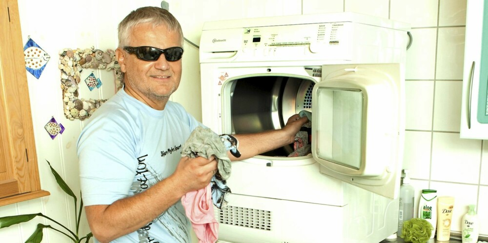 HUSFAR: Tore Henriksen kaller seg husfar, og ordner det meste i huset mens kona er på jobben.