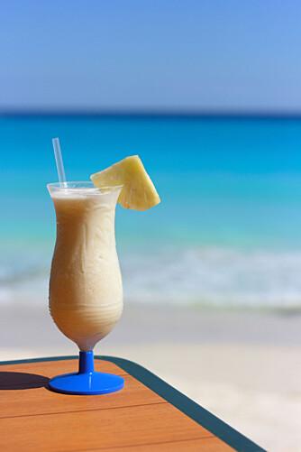 Kokosmelk og ananasjuice er hovedingrediensene i den klassiske drinken pina colada.