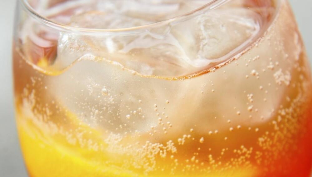 FORFRISKENDE: Blander du Aperol, prosecco og soda, får du en Aperol Spritz.