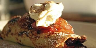 PANNEKAKER: Her er pannekakene toppet med eplekompott, men fyllet trenger ikke være søtt. Prøv reker og avokodo, for eksempel.