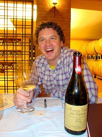 ITALIENSK VIN: Artikkelforfatteren koser seg meg italiensk vin. Nærmere bestemt en Zenato Amarone