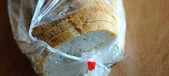 LURT TRIKS: Det er lurt å fryse ned brød du ikke spiser samme dag. Når du tiner det opp igjen, kan du la det ligge uten pose for å hindre at fukten samler seg i posen og gjør brødet bløtt.