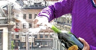 SABLERING: Å åpne en champagne med en sabel må være verdens kuleste partytriks.