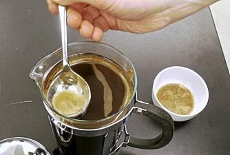 SKUM AV: Skummet har en tørr konsistens og har smaker vi helst ikke vil ha i koppen.