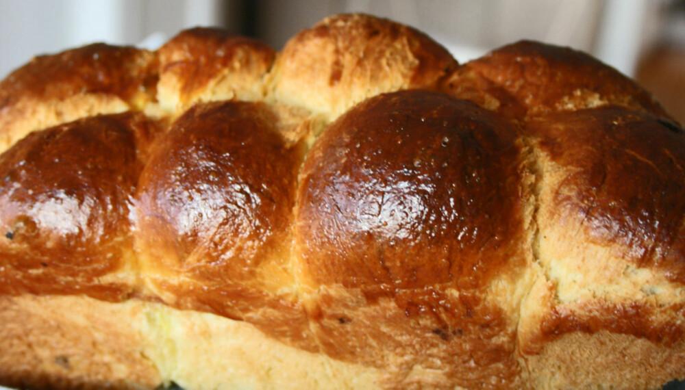 BAKING I HELGEN: Brioche lages med masse smør og mange egg. Ikke bland vann inn i saken!
