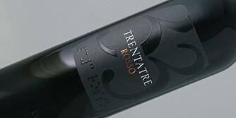 DRUEMIKS: Trentatre er laget på en druemiks med en tredjedel hver av cabernet sauvignon, merlot og montepulciano.