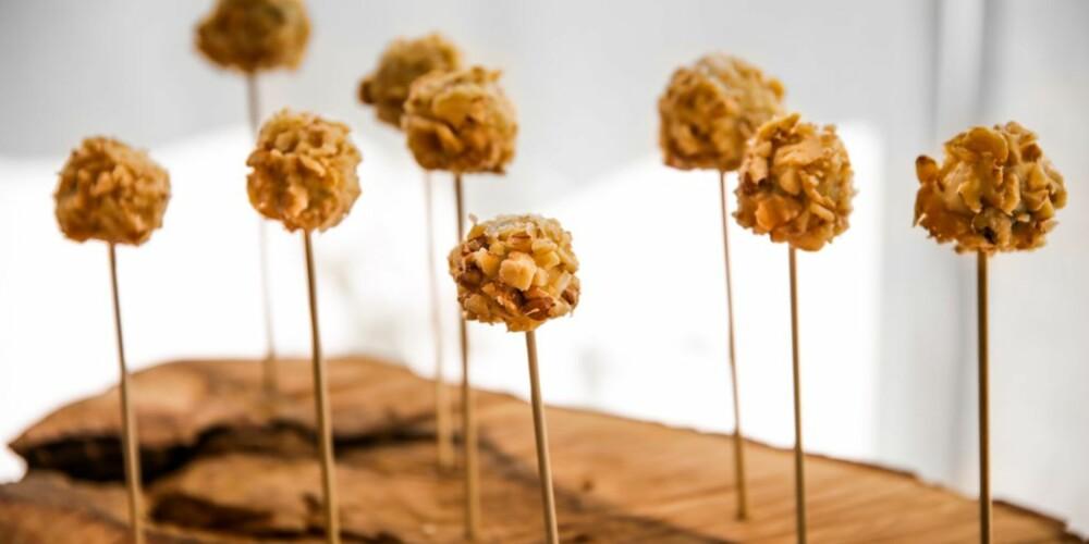 TAPAS: I disse kulene skjuler det seg druer, ost under de sprø nøttene.