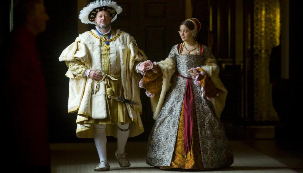 BLODTØRSTIG TYRANN: Henrik VIII er kjent for sine mange koner, som han gjerne lot halshugge. I Hampton Court Palace kan dere møte ham, for anledningen alive and kicking.
